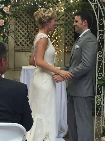 Seven Gables Inn: Wedding Ceremony held in the Seven Gables Courtyard
