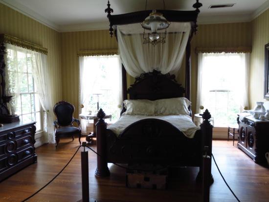 Arlington Antebellum Home and Gardens : Northeast Bedroom (master bedroom)