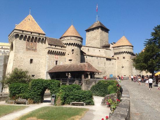 Eden Palace au Lac: Шильонский замок недалеко от отеля