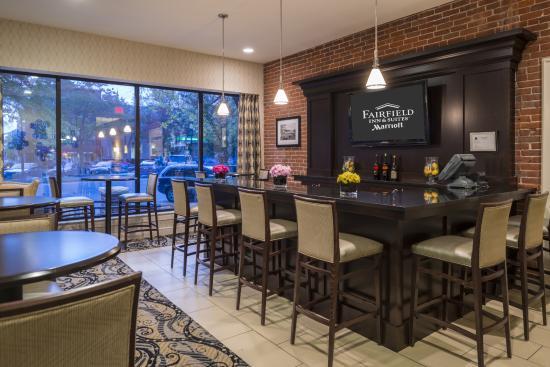 Fairfield Inn & Suites Keene Downtown: Lobby Bar