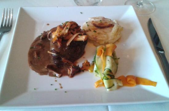 restaurant du chteau la demeure de la dame du fer filet de boeuf angus - Chateau De Wendel Hayange Mariage