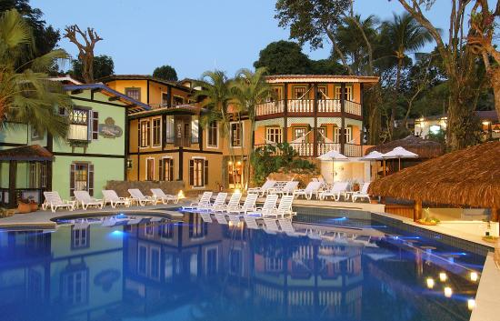 Porto Pacuiba Hotel: Fachada com piscina