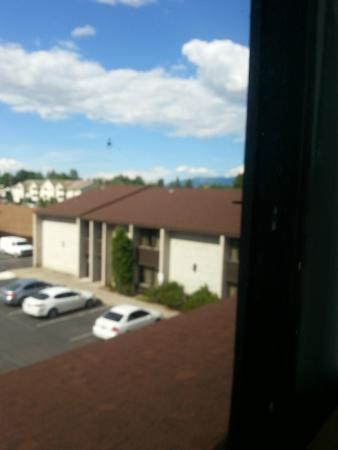FairBridge Inn & Suites And Outlaw Convention Center: Dirty windows