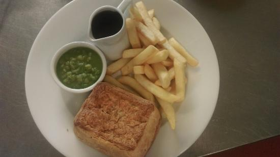 Warslow, UK: Basket meals and pie chips mushy peas and gravy