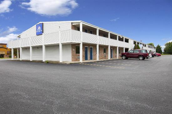 Americas Best Value Inn - Charles Town: Side Exterior
