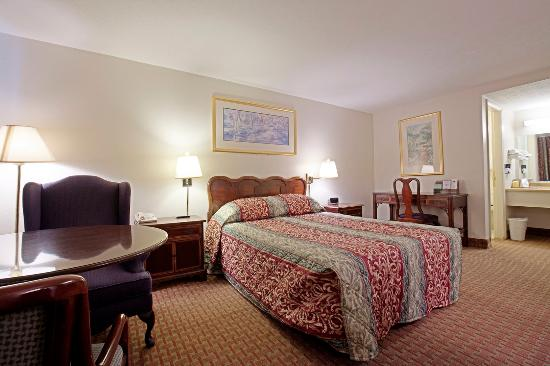 Americas Best Value Inn - Charles Town: One Queen Bed