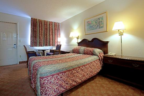 Americas Best Value Inn - Charles Town: One Double Bed Accessible