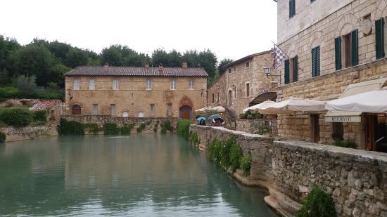 Le terme libere picture of terme bagno vignoni san quirico d 39 orcia tripadvisor - Bagno vignoni terme libere ...