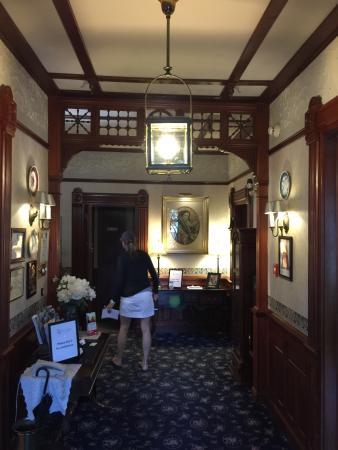 Victoria's Historic Inn: photo1.jpg