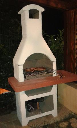 Borgo Monachella: Il barbecue e la frutta