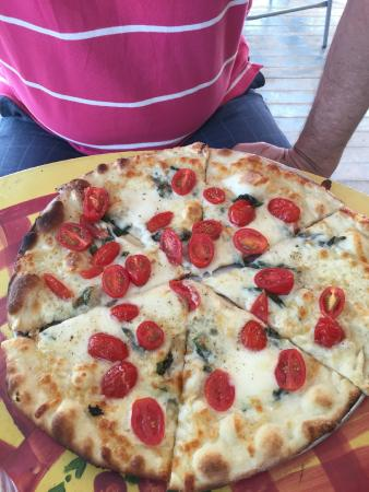 The Pie Plate Thin Crust Pizza & Thin Crust Pizza - Picture of The Pie Plate Niagara-on-the-Lake ...