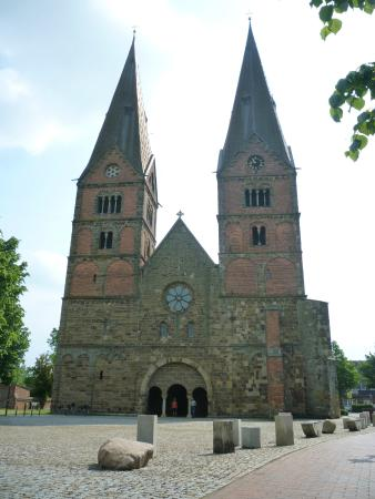 Stiftskirche Buecken - extérieur
