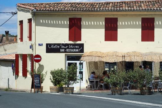 Quinsac, Francia: Sitting outside, watching the village life was so relaxing