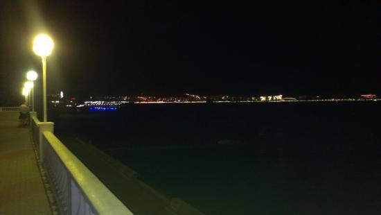 фото геленджик ночной