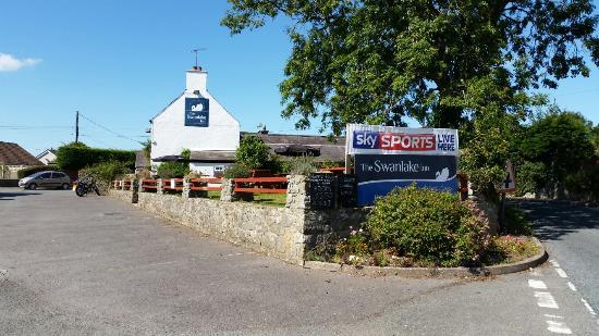 Jameston, UK: Swan Lake Inn Near Tenby