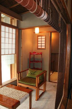Hiiragiya: The living