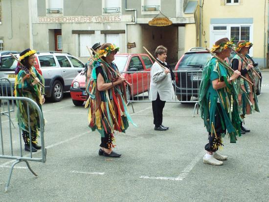 Saint-Pierre-sur-Orthe, France: Morris dancing Green Man
