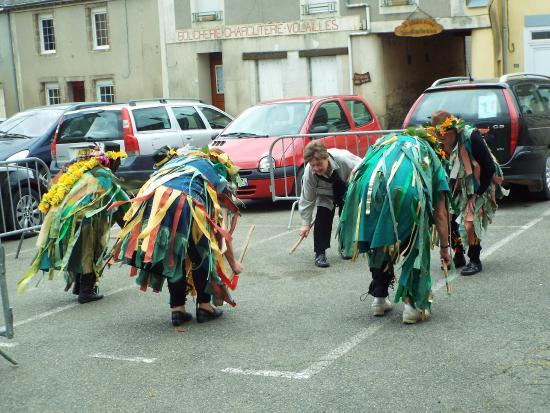 Saint-Pierre-sur-Orthe, France: Green Man Morris dancing