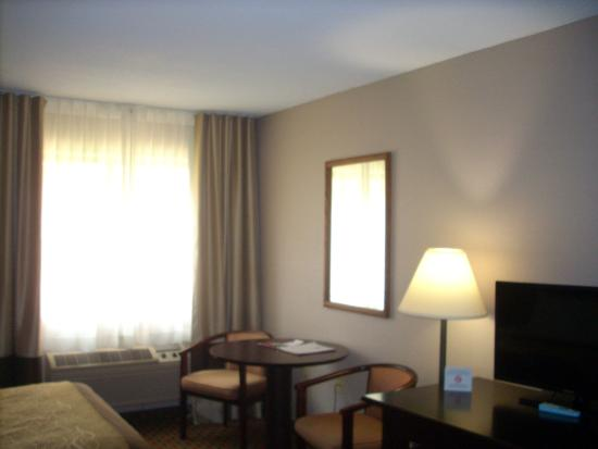 Quality Inn : Nice view, TV fine and extra upholstered chair w/ottoman.