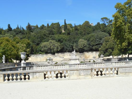 vue des jardins de la fontaine picture of jardins de la fontaine nimes tripadvisor. Black Bedroom Furniture Sets. Home Design Ideas
