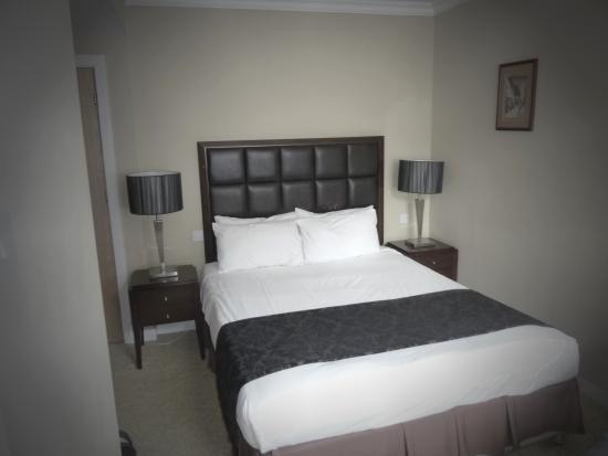 Clayton Lodge Hotel: Bedroom