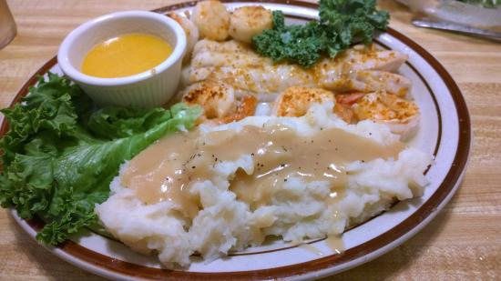 Westminster, VT: Broiled Seafood Platter - nice and fresh