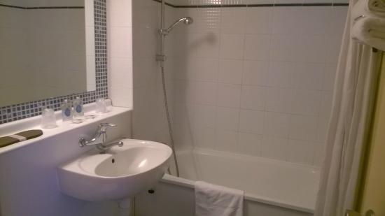 Kyriad Mulhouse Est - Lutterbach : salle de bain