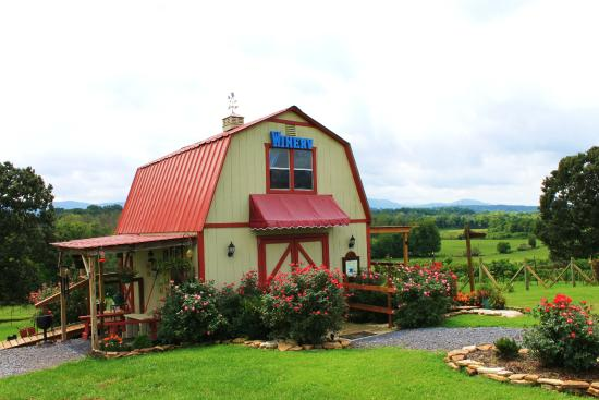 Blue Goose Farm and Vineyards: Tasting Barn