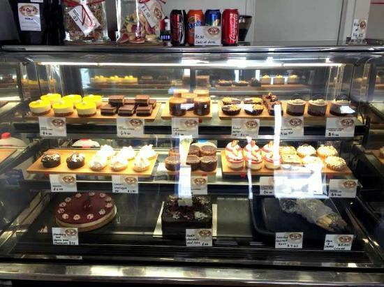 Barossa Valley, Australia: Yummy cake display at Barossa Gourmet Cakes