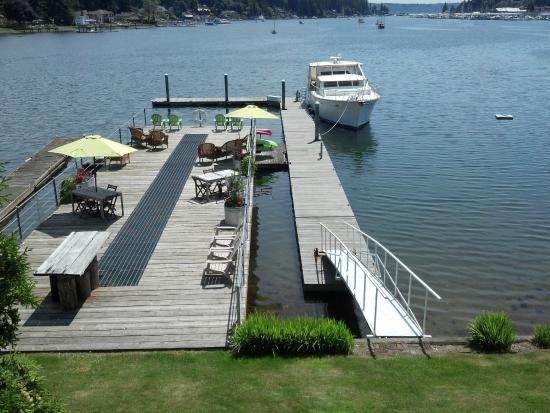 Waterfront Inn : The huge deck over the water used to be part of a Net Shed