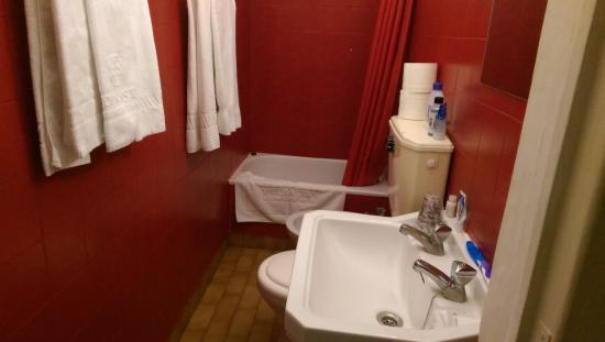 V Dinastia Guesthouse: Bathroom