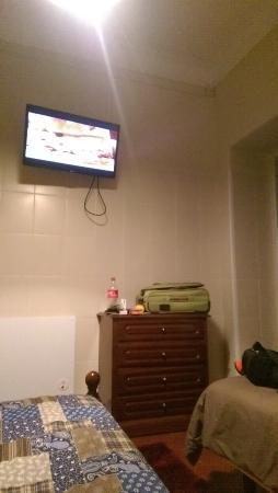V Dinastia Guesthouse: tv