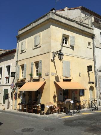 buena opci n picture of la maison jaune arles tripadvisor. Black Bedroom Furniture Sets. Home Design Ideas