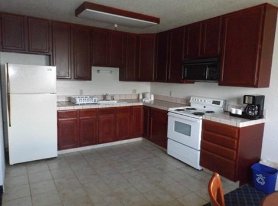 Coastside Inn: Suite Kitchen