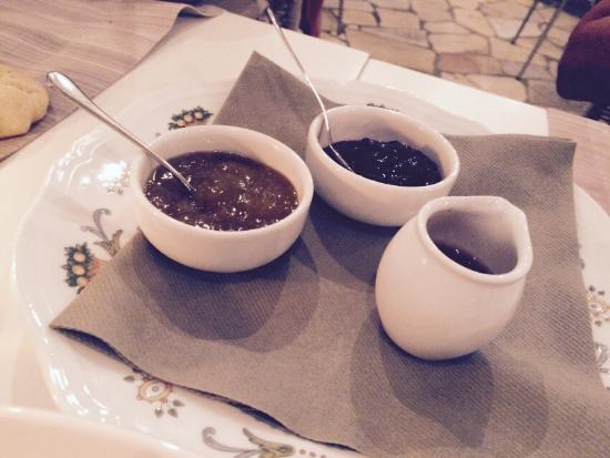 Negrar, Italia: Formaggi con marmellate e mostarde