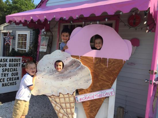 Polar Cave Ice Cream Parlour: photo0.jpg