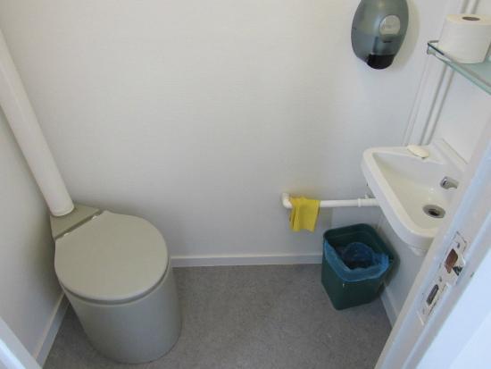Bagno con wc chimico del settore più piccolo foto di siorarsuit