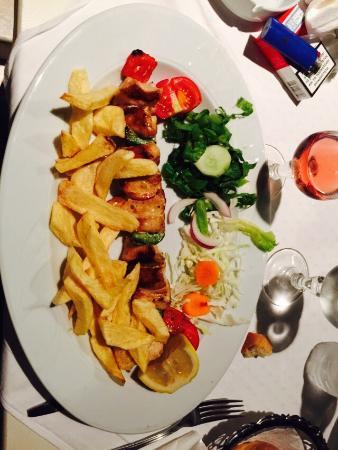 Minoa Restaurant: Le souvlaki de poulet.