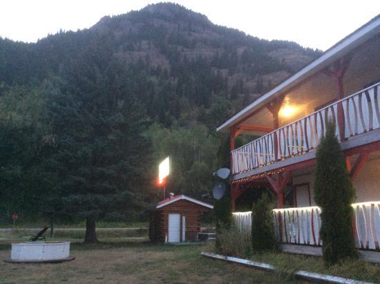 Rivermount Motel: Nicely kept