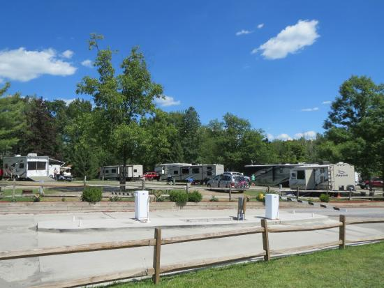 Watkins Glen-Corning KOA Camping Resort: Trailers and cabins crammed together.. no privacy