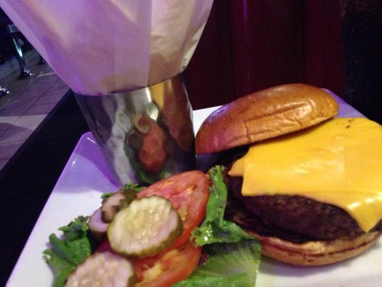 Dave & Buster's : Cheeseburger