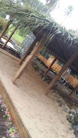 Maravu Taveuni Lodge: The Sand Bure by the Pool