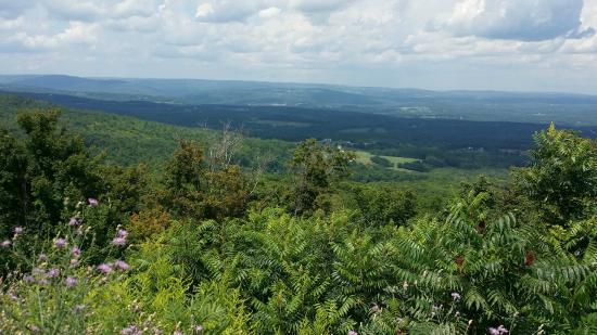 Prattsville, Nova York: Scenes from atop Pratt Rock