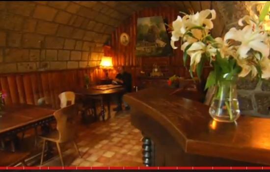 au cheval blanc hotel laveissi re france voir les tarifs 16 avis et 7 photos. Black Bedroom Furniture Sets. Home Design Ideas