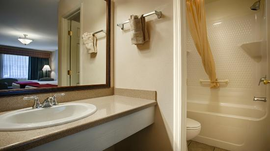 Surestay Hotel By Best Western Leesville Guest Bathroom