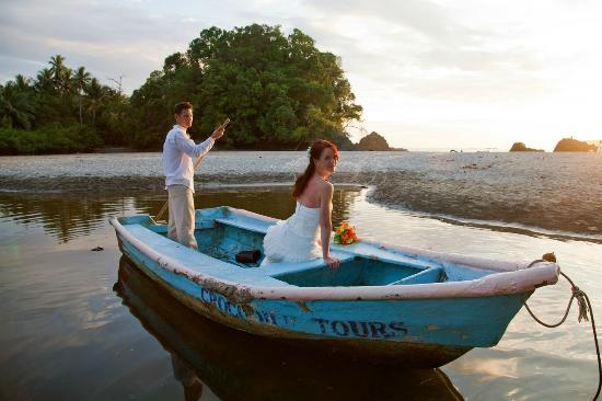 Gaia Hotel & Reserve: Beach Wedding