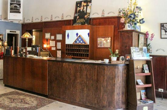 Hotel Warm Springs Bed and Breakfast Inn: Hotel check-in desk
