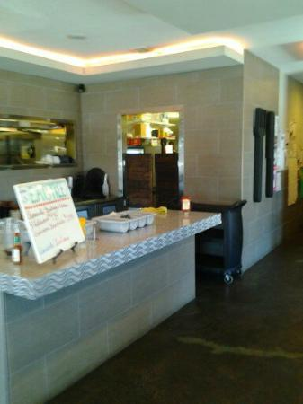 Ranchester, ไวโอมิง: The main counter as you enter with the kitchen behind it.