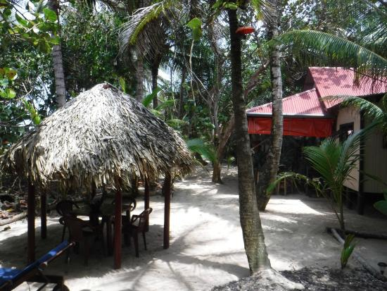Little Corn Beach and Bungalow: grounds-restaurant