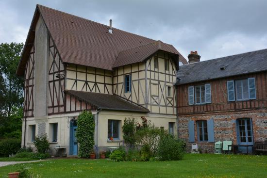 Manoir de Graincourt : Part of the house.